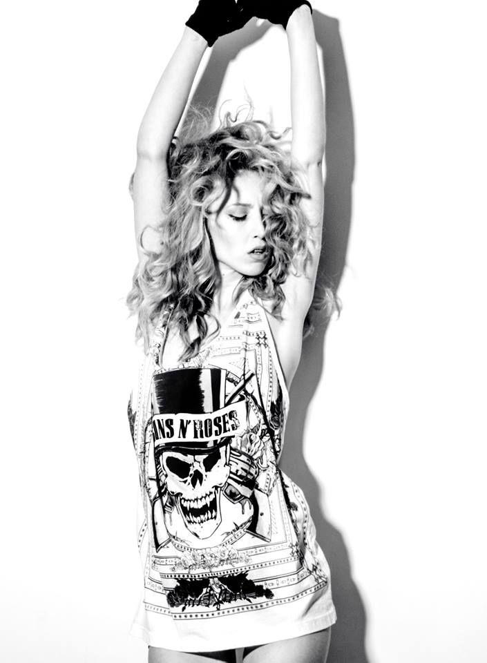 #anthiparaskevaidou #model #fashion #editorial #catalogue #redhead #styling #ΑνθήΠαρασκευαίδου #body #michalislavdiotis #bnw #gunsandroses
