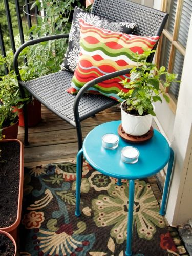 Use even the teeniest outdoor space to its full (and prettiest) potential.