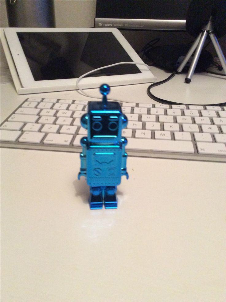 Billy Robot er opkaldt efter Billy Bragg og en kuglepen Robot.
