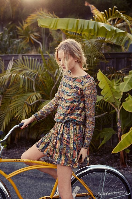 Poppy Delevinge's relaxed look on a yellow bike surrounded by tropical leaves. More celebs on bikes velondonista.com
