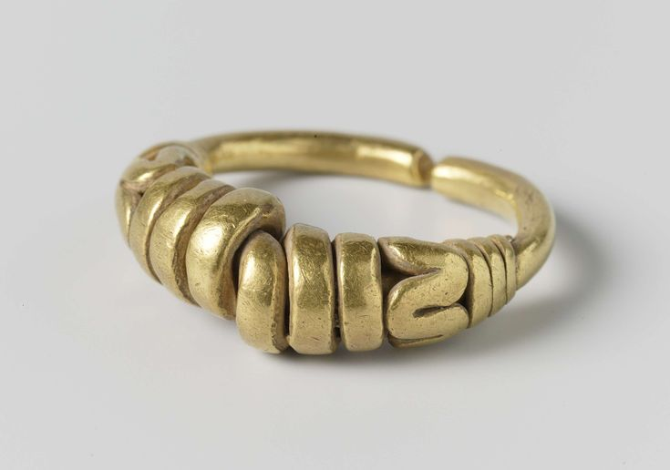 Twisted ring, anonymous, 1000 - 1100; Gedraaide ring, anoniem, 1000 - 1100