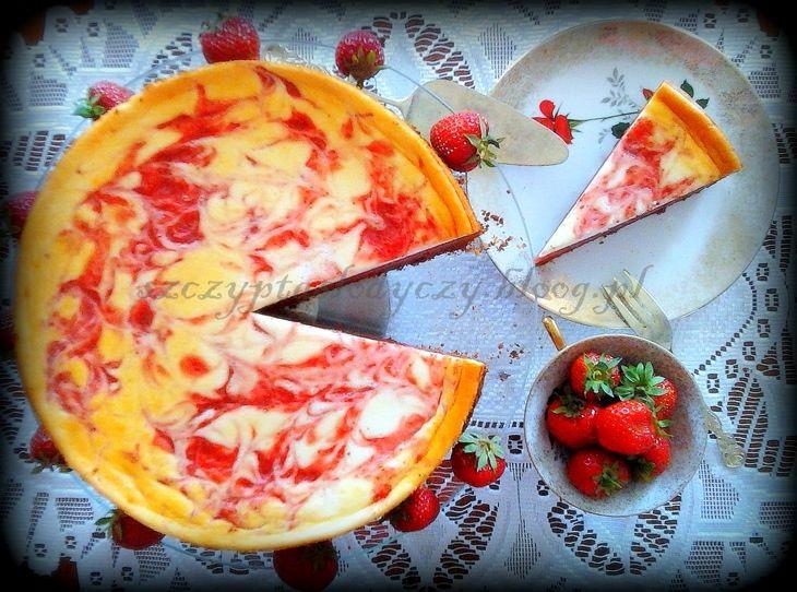 Ciasto truskawkowe z jogurtową pianką na kruchym czekoladowym spodzie PRZEPIS