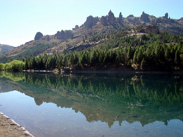 El Valle Encantado en Bariloche encanta con el turquesa de sus ríos, y los verdes y marrones que rodean este Valle.  A aproximadamente a 67 kilómetros de Bariloche, es considerado como uno de los más importantes del área turístico. ¡Conocé el Valle Encantado! Conseguí excelentes precios en pasajes aéreos con Aerolíneas Argentinas en BestDay.com: http://www.bestday.com.ar/Vuelos/Aerolineas-Argentinas/Pasajes/