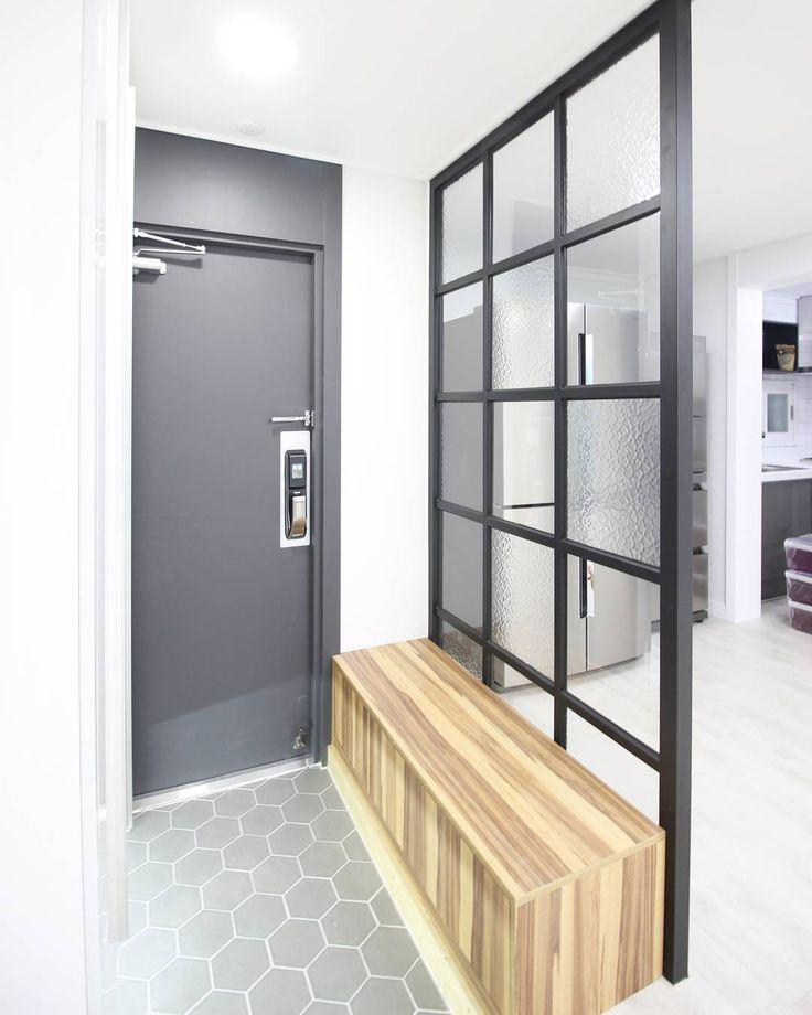 #순천 #여수 #광양 #화담 #인테리어 #순천인테리어 #아파트 #주택 #현관 #신발장 #사랑아파트 #Suncheon #interior #design #interiordesign #Apartment #house #Livingroom #bathroom #floor #light #furniture #순천아파트 #홈인테리어 #아파트인테리어 #신혼집인테리어 #집꾸미기 #홈스타그램 #집스타그램 by desert_fox46