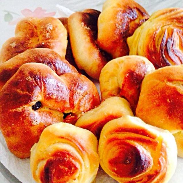 久しぶりに作っ他ロシアからのパンです中にレイズンとシナモンが入っていまして、美味しかったですよ☻ - 7件のもぐもぐ - Buns with raisin & cinnamon by karen2012