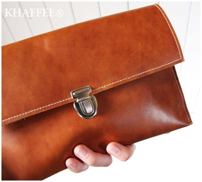 Schlicht, elegant und natürlich.  Handgefertigte Clutch aus pflanzlich gegerbtem Leder. Ideal für den Fall, wenn die grosse Handtasche zu Hause b...