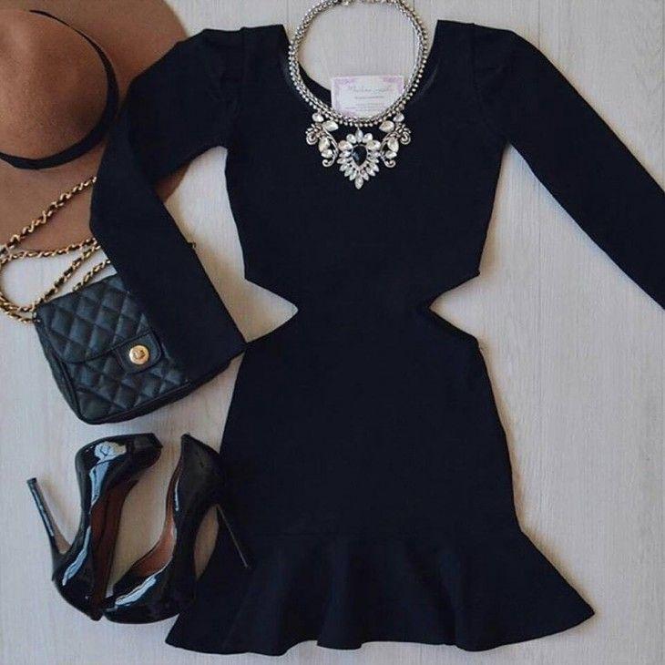 Vestido preto mangas longas com recorte