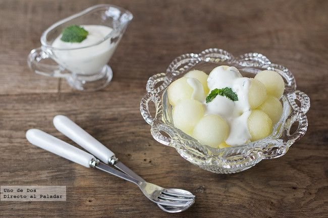 Bolitas de melón con yogur a la menta. Receta paso a paso