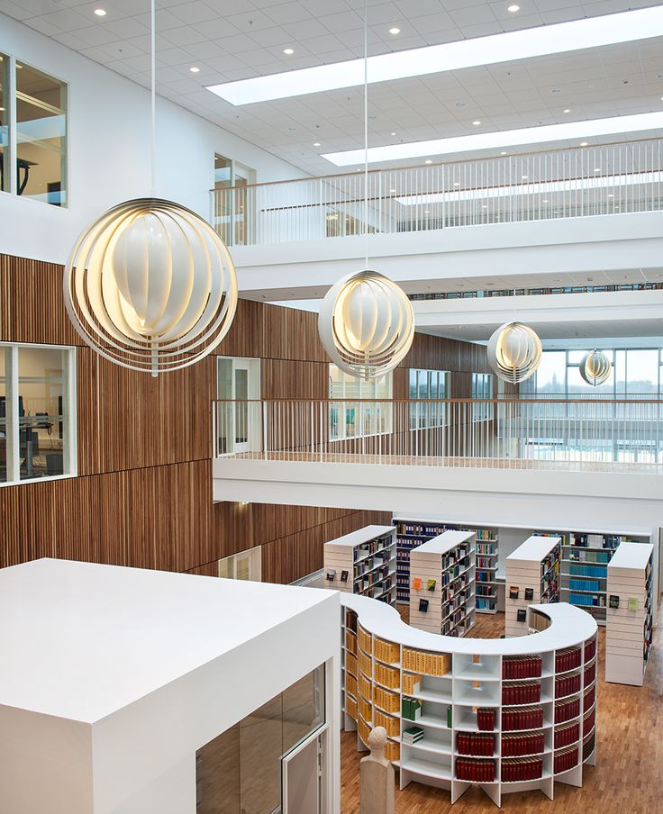 The Verpan Cloverleaf sofa and Moon pendant at the High Court West in Viborg, Denmark. Stunning project!