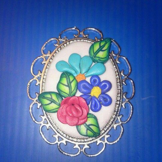 Polymer clay flower necklace. Pendentif floral en fimo