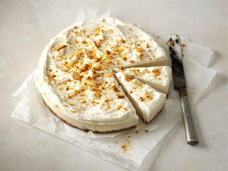 Omenalla ja pipareilla maustettu juustokakku tuo vaihtelua joulun jälkiruokapöytään.
