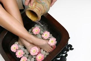Receitas para descansar os pés: Foot Spa, Babyshower Ideas, Blessingwayfoot Bath, Blessingway Ideas, Relaxing Baby, Feet Clean, The Feet, Baby Shower, Baby Stuff