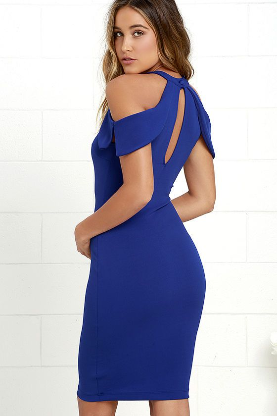 For a night of cocktails and best friends, try the Mixologist Royal Blue Bodycon Midi Dress! Halter neckline fastens with a button above front and back keyholes and pointed cold shoulder sleeves. Body-hugging knit fabric shows off your curves as it reaches a midi-length hem.