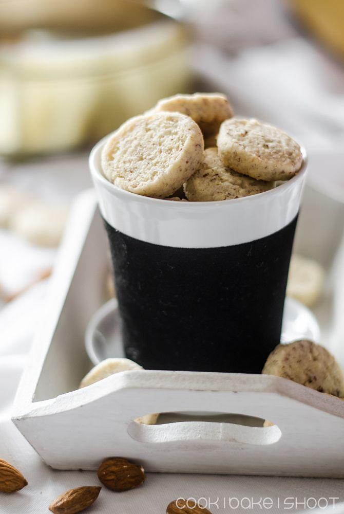 vegane Mandeltaler/ vegan almond cookies