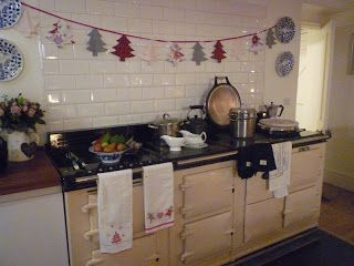 Friendly Cottage * Kirstie's Homemade Christmas Decorations