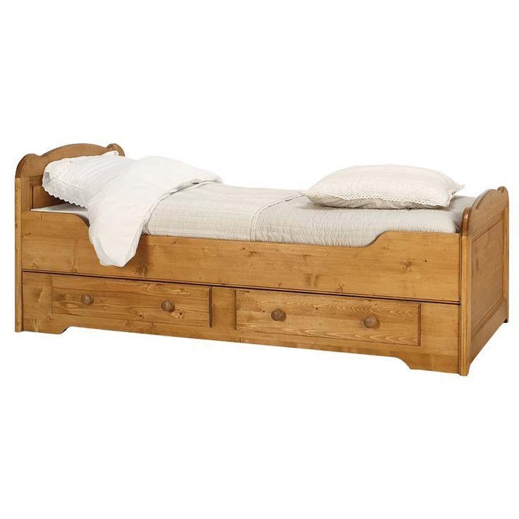 Optimisez l'espace dans votre chambre grâce à ce lit gigogne ! Idéal pour les petites pièces, il vous suffit de le faire glisser simplement pour obtenir un couchage supplémentaire. Très facile à manier il est aussi élégant et raffiné grâce à ses formes arrondies et sa patine douce et lumineuse. Convient pour une literie en 90x190 cm, sommier inclus. Découvrez également les autres lits de la collection Natural.