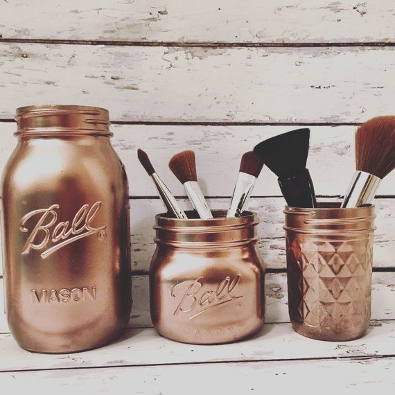 Mason jars, and mason jar décor, is a long standing trend that only improves with time. Enhanced by the current fashion of metallic décor this set of
