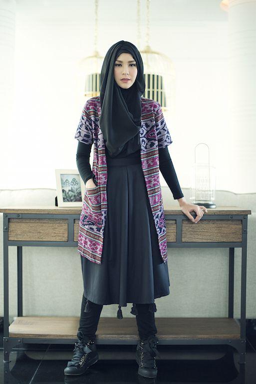 Gaya berpakaian berjilbab pake outer kimono