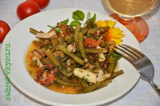 Горячий салат из морепродуктов в сливочном соосу