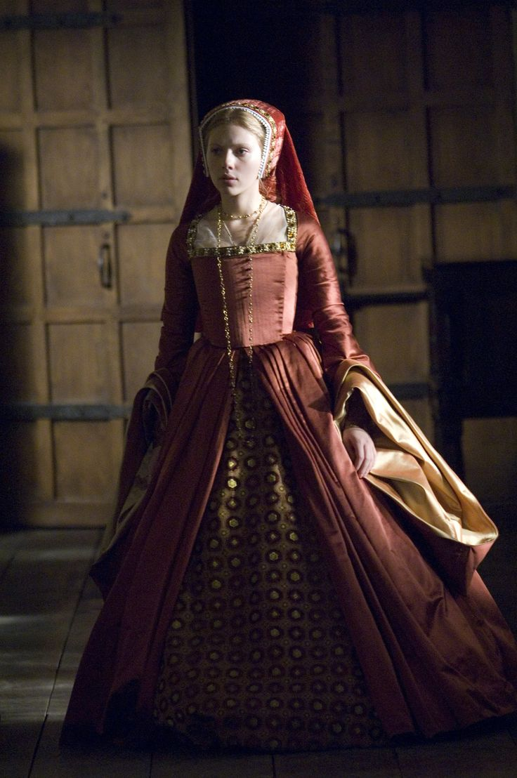 Mary's orange gown with gold sleeves   The Other Boleyn Girl (2008)
