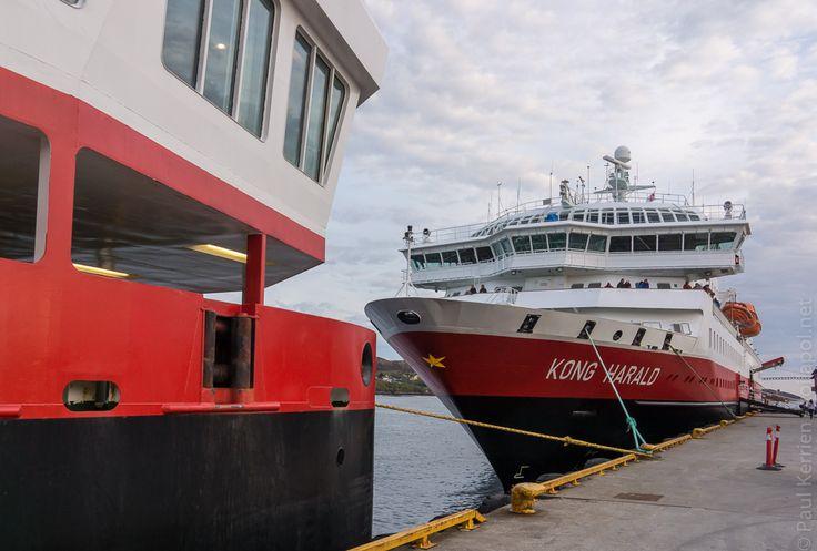 navires hurtigruten | 3ème jour  - escale à Rørvik : c'est le MS Nordkapp qui fait escale également.  © Paul Kerrien http:toilapol.net