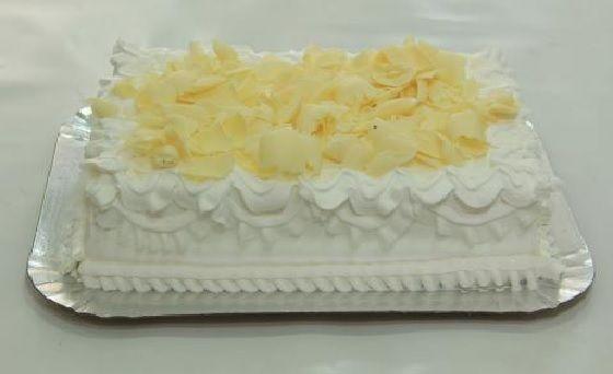 O Glacê de Leite Ninho fica uma delícia e você pode utilizá-lo para rechear e cobrir os seus bolos. Com certeza, todos os amigos e clientes vão aprovar. Ex