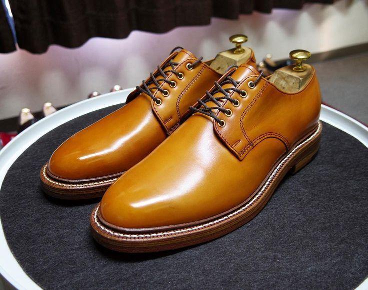 OAK STREET BOOTMAKERS 今日はずっと家で資料作りしてますがAmazonで安くなってた靴を買ってしまいました 革はアノネイここまで明るい色は久しぶりなかなか綺麗です ソールはダブルのウォーターロックを使ってます ただかなりタイトなので慣らしに時間がかかりそうです #oakstreetbootmakers #shoes #mensshoes #shoecare #オークストリートブーツメーカー #紳士靴 #革靴 #靴磨き #シューケア