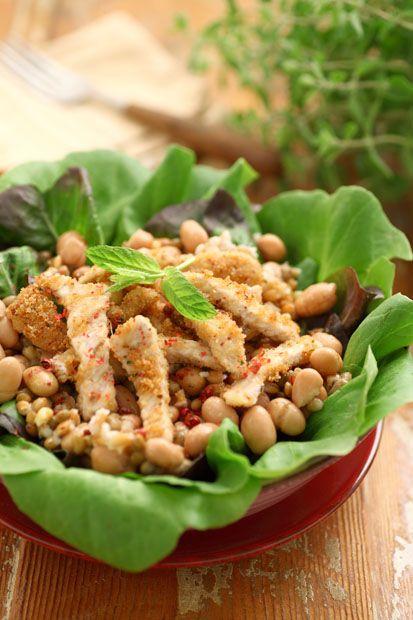 Ricetta Insalata di Legumi & Cereali con pollo in crosta di erbe e pane   Cirio