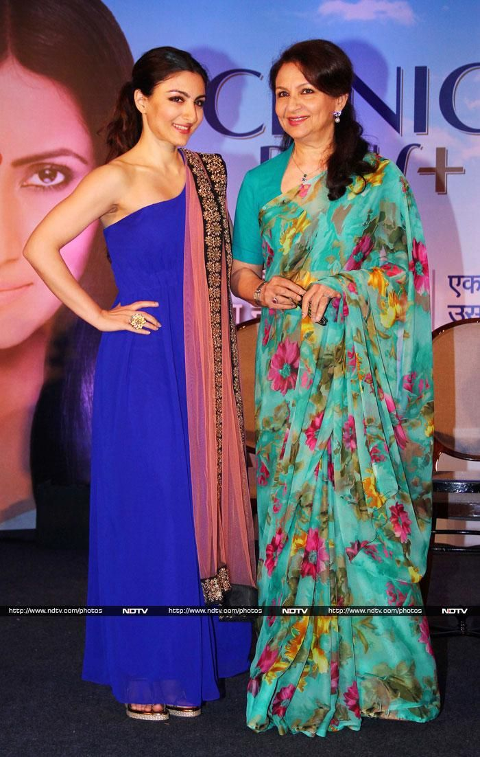 Actress Sharmila Tagore posed with her daughter Soha Ali Khan