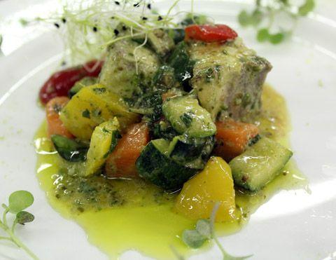 Tocchetti di pesce spada con dadolata di verdure al basilico