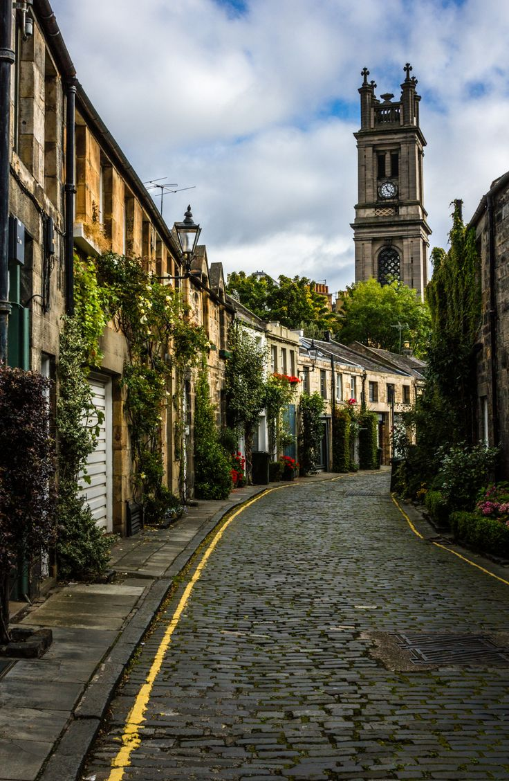 It's a beautiful world  Circus Lane, Edinburgh / Scotland (by Jules Kllr).