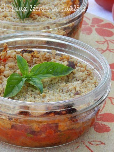 Crumble salé tomates et oignons (pâte à crumble avec noisettes et parmesan)