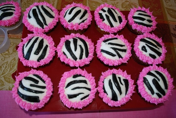 girl birthday party desserts-and-cakes