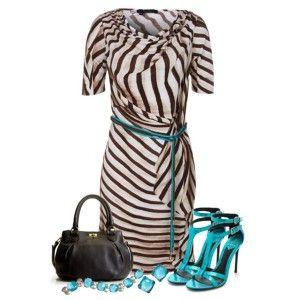 С чем носить бирюзовые босоножки: платье с анималистичным принтом, бирюзовые аксессуары, черная сумка