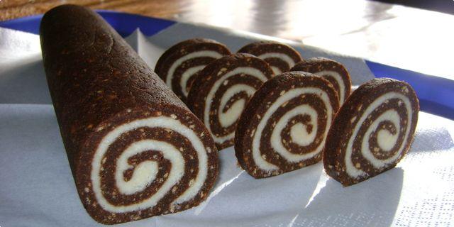 Kokosovo-kakaová nepečená roláda