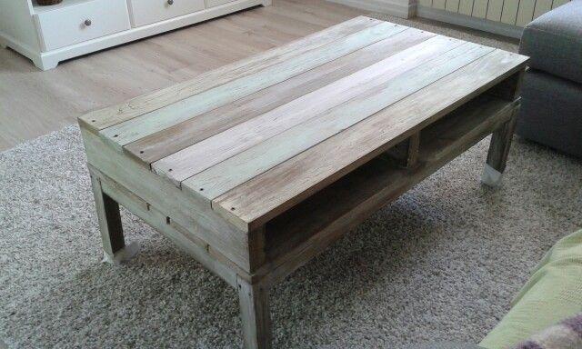 Tavolino soggiorno con assi di legno