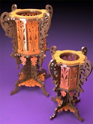 Dois vasos de madeira, Serra de rolagem padrão fretwork