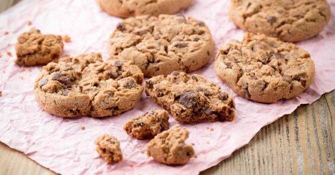 Recette de Cookies sans matières grasses aux pépites de chocolat. Facile et rapide à réaliser, goûteuse et diététique.