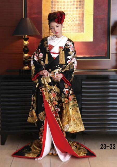 金天幕に松竹梅鶴文様 黒色に近い炭黒色をいい、「墨の五彩」の「焦」に当たる。観念は時代によって異なり、古代では僧衣に用いられ、近世では美的感覚で使われた。染め法も時代によって違う。