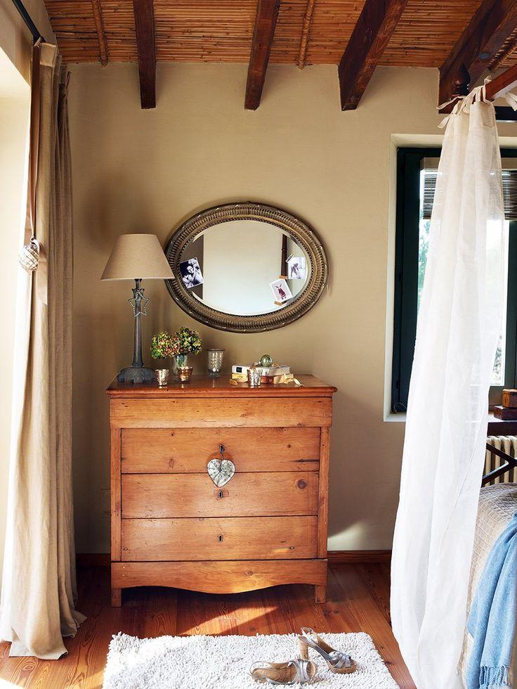 Best 25  Bedroom chest of drawers ideas on Pinterest Navidad en una casa de campo   ElMueble com   Casas  Bedroom Chest Of  DrawersAttic  . Drawers For Bedroom. Home Design Ideas