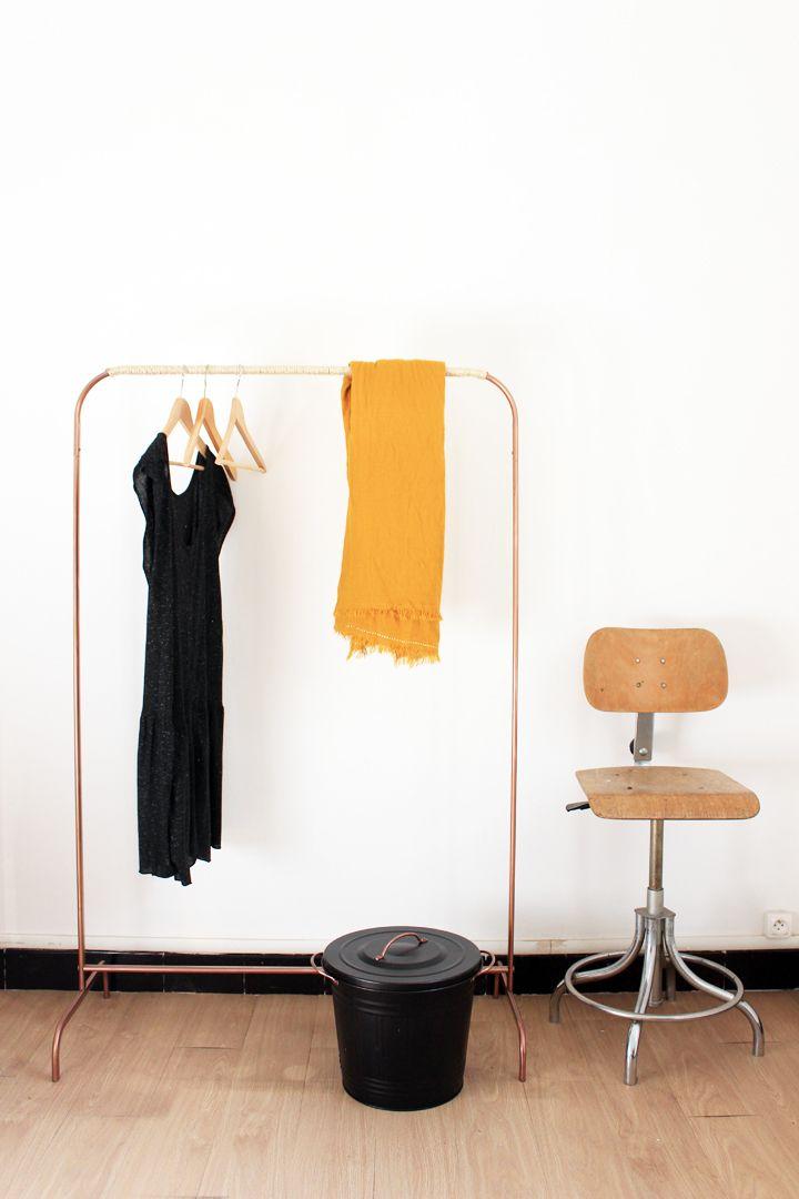 Reprise des DIY avec un portant en cuivre et corde, scandinave à souhait qui fait la joie de notre chambre d'amis !