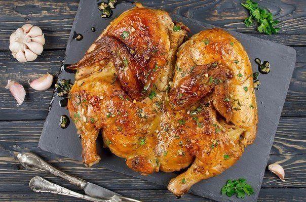 Ингредиенты: Курица  1 шт 2000 грамм, Чеснок  8 зубчиков 40 грамм, Кинза   20 грамм, Соль   15 грамм, Перец черный молотый   3 грамм, Хмели-Сунели   3 грамм, Паприка сушеная   3 грамм, Вода   230 грам