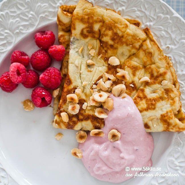 """Till frukost fick barnen plättar och jag gjorde LCHF Pannkakor! MUMS vad gott!! Jag tyckte att det smakade precis som """"vanliga"""" pannkakor fast lite fluffigare typ som amerikanska pannkakor! Jag var skeptisk men detta kommer jag göra måååånga ggr! Jag blev sååå mätt så jag misstänker att jag kommer stå mig till eftermiddag! Med facit […]"""