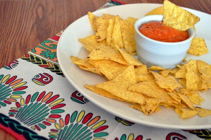 Salsa enchilada, per cene tex mex - Mi piace molto la cucina messicana: fajitas, tacos, chilli, ma non conoscevo la salsa enchilada. L'ho scoperta per caso, curiosando sui menù tematici di un sito di ricette e immediatamente ho deciso che dovevo provarla. …