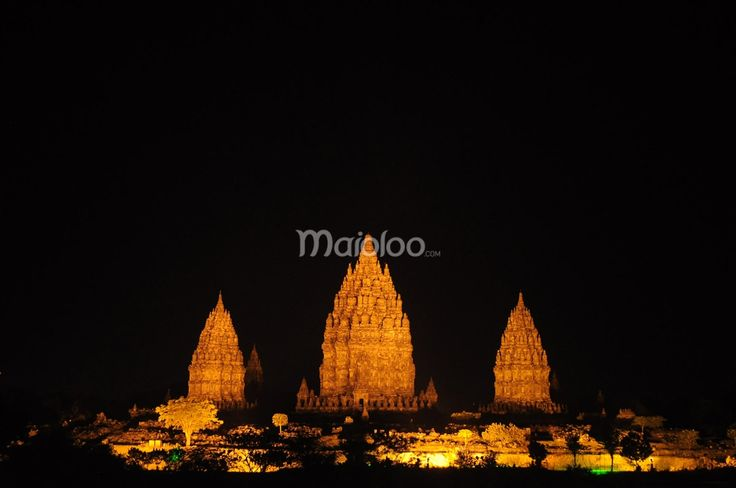 Suasana malam di Candi Prambanan. (Benedictus Oktaviantoro/Maioloo.com)