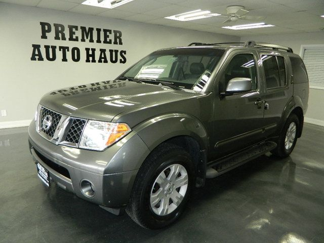 2006 Nissan Pathfinder 2006 NISSAN PATHFINDER LE 4WD SUV W/ SUNROOF AND 3RD ROW ONE OWN