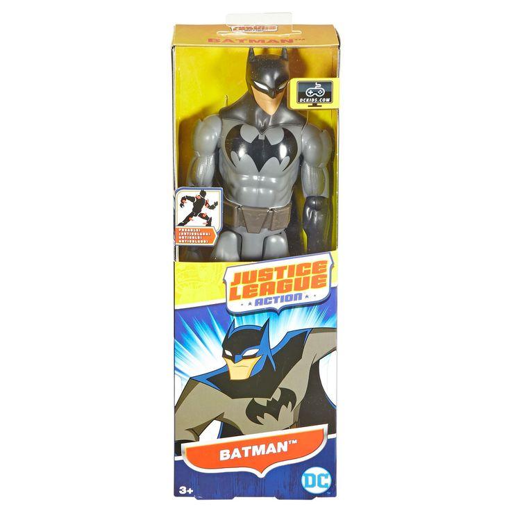 Speel je favoriete avonturen van het Justice League Action team na met Batman. Batman is gebaseerd op de animatieserie en draagt een verbeterde versie van zijn traditionele powersuit en heeft zelfs een zachte cape met punten. De pop is meer dan 30 cm groot en heeft verstelbare knieën en ellebogen, zodat je gemakkelijk de legendarische houdingen en gevechten naspeelt. Verzamel ook Superman, The Flash, Wonder Women, The Joker en alle andere actiefiguren om je avonturen compleet te maken…