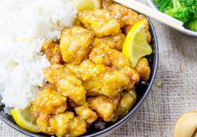 Çin Usulü Limonlu Tavuk, Uzak Doğu mutfağı denemeleri yapmak isteyenler için güzel bir başlangıç tarifi. Farklı tatlar arayanlar için malzemeleri şöyle;