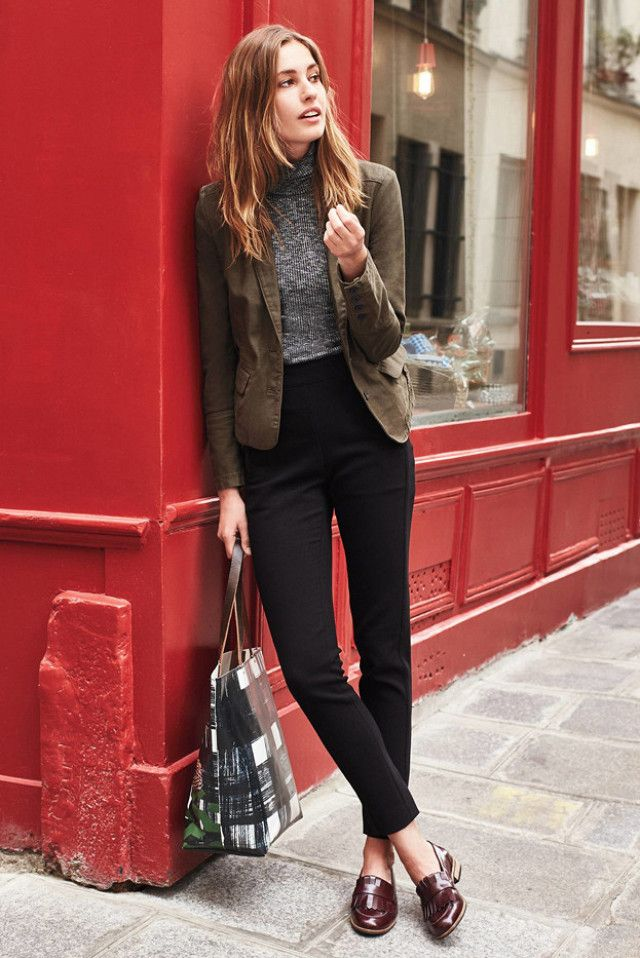 Loafers, sleek black trousers and a stylish bag are basically the image of business cool. Love this work outfit.