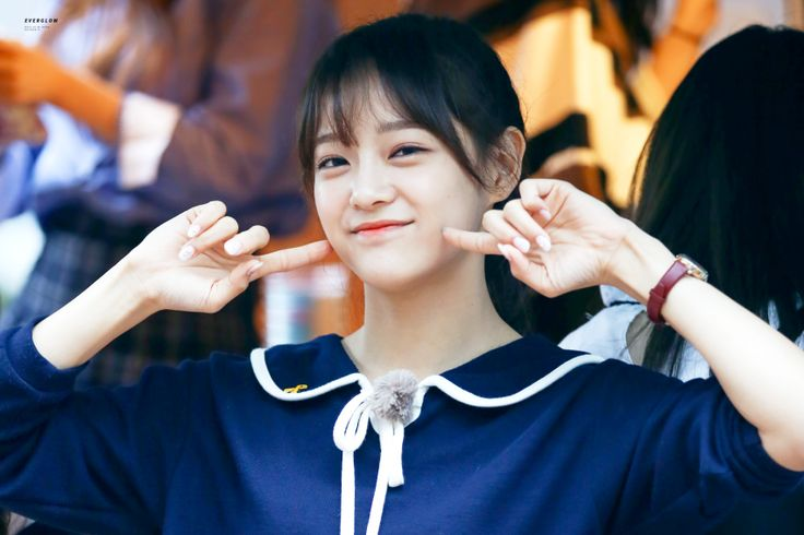 After succesful  debut bing a time-bound member of 'ioi', Kim se-jeong is about to begin her real career as a center of newly organized group 'gugudan'.
